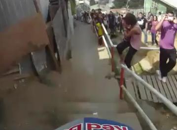 市街地をそのままコースとして使った自転車レースの映像がスゴい